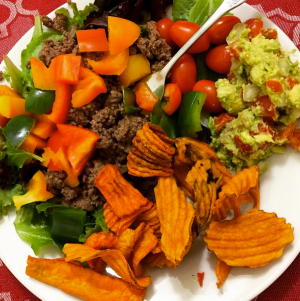 Taco Salad Whole30 is amaze: carrot chips, guac, peppers, grass-fed ground beef and lettuce and tomato!